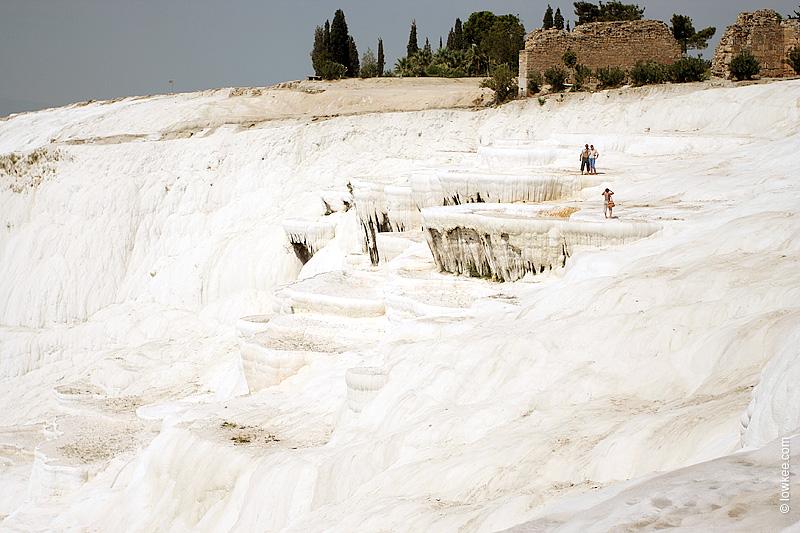 Памуккале и амфитеатр в Иераполисе